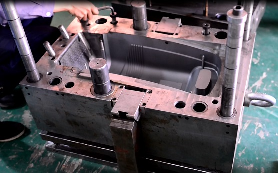 large plastic injection mold tool